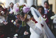 Photo of فيديو غريب.. لن تصدق ماذا فعل عريس مع زوجته في حفل زفافهما أمام المعازيم (شاهد)